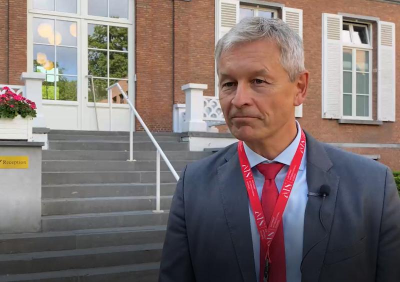 Andreas Koini voor Antwerp International School