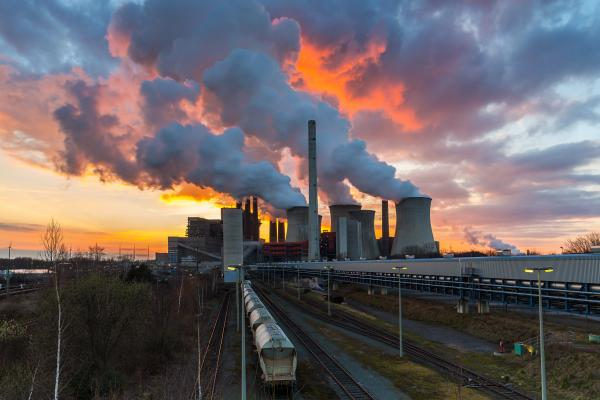 Voka pleit voor constructieve dialoog over CO2 uitstoot bedrijven