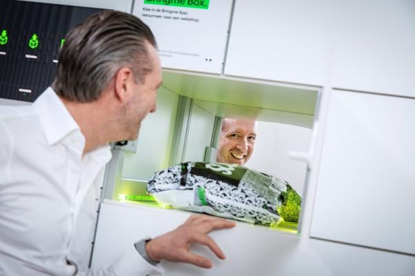Jo Vandebergh en zijn pakjesautomaat