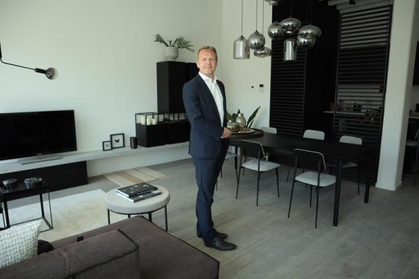 Pieter Vanhout in nieuwbouwappartement Ciril