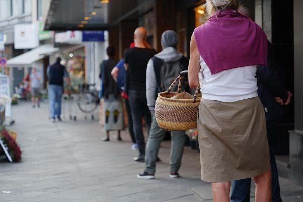 """Voka West-Vlaanderen: """"Heropening winkels vermindert economische schade"""""""