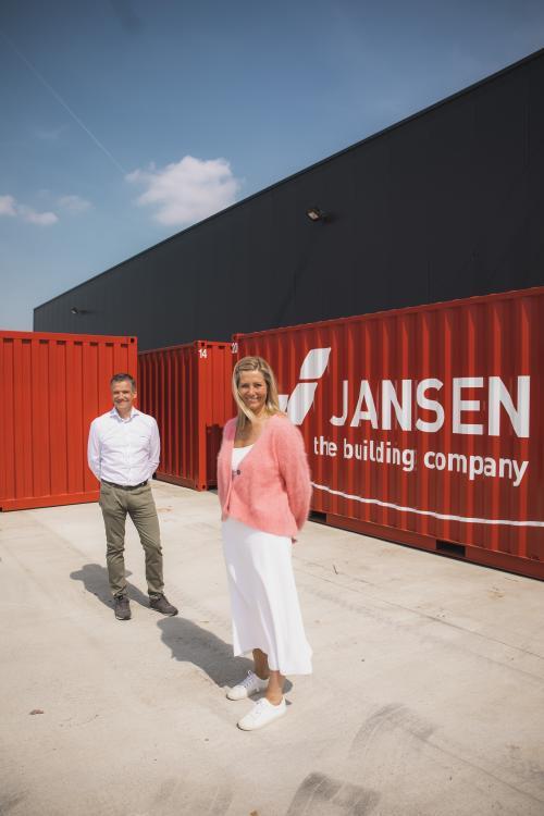 Eric Vanhees (COO) en Nadia Jansen (CEO Jansen Cleanrooms)