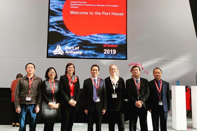 Delegatie op bezoek bij de Kamer