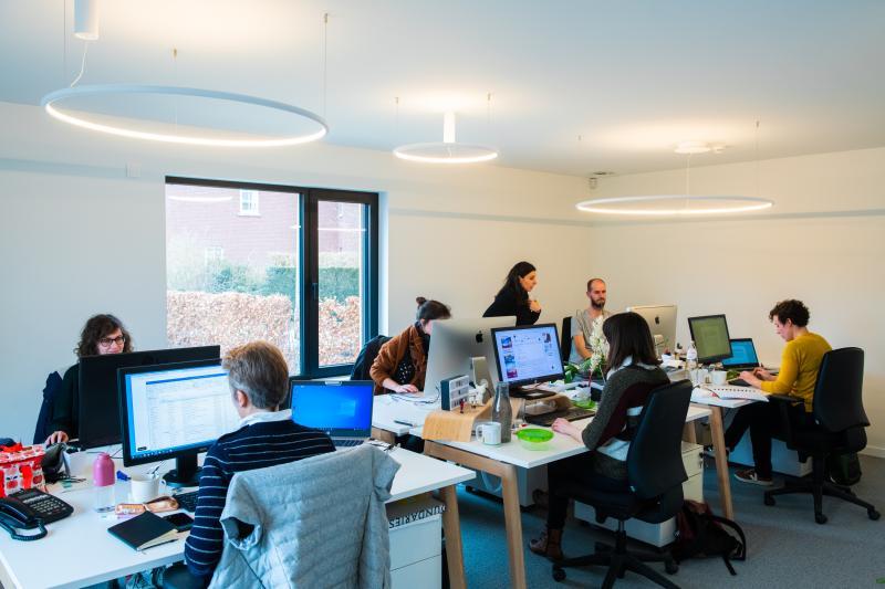 """""""Duurzaam en vooral vooruitziend ondernemen is op alle vlakken goed voor ons bedrijf en voor onze mensen"""", besluit Katelijne Norga. """"Het levert ons pertinente voordelen. We willen nu ook andere bedrijven helpen om te profiteren van de nieuwe kansen die duurzaam ondernemen biedt. Dat doen we via SUSANOVA, ons mediaplatform over duurzaam ondernemen en innoveren in Vlaanderen."""""""