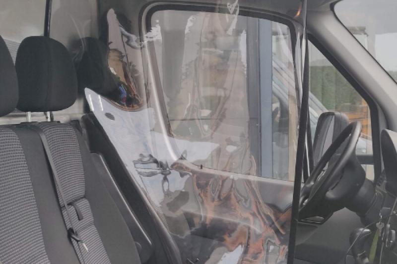 De Stoffeerder produceert flexibele spatschermen voor in voertuigen