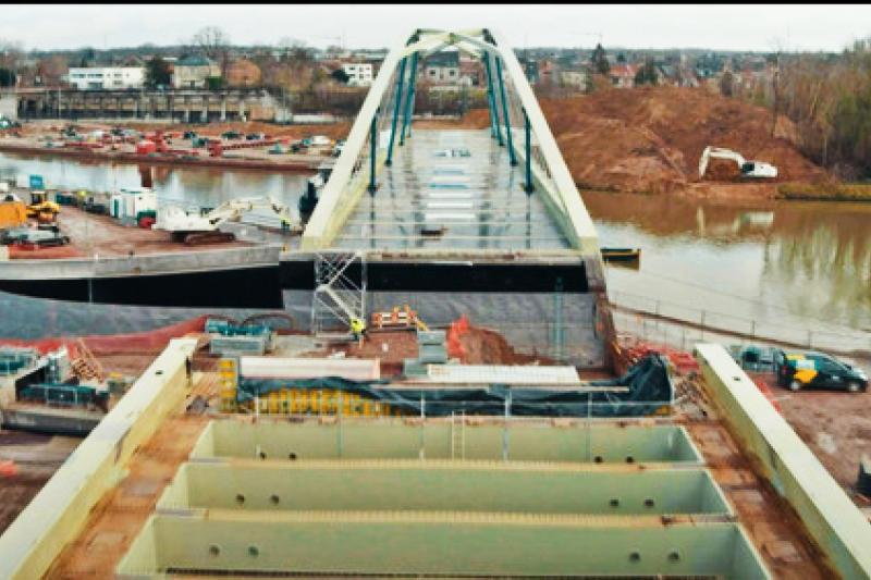 Nieuwe Zuidbrug vaart naar definitieve locatie