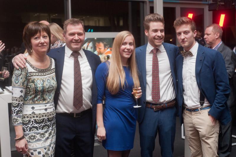 François Thoen met zijn vrouw Linda en hun drie kinderen