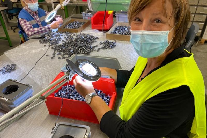 Kathleen Krekels (N-VA) staat in voor kwaliteitscontrole bij maatwerkbedrijf Werminval