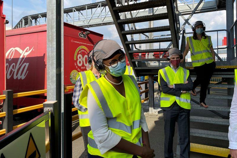 Assita Kanko (N-VA) op bezoek bij Coca-Cola