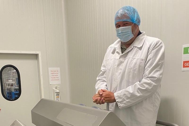 Dieter Van Besien (Groen) steekt de handen uit de mouwen bij Blankedale