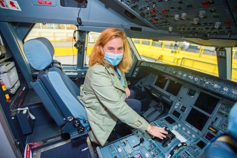 Minister Elke Van den Brandt (Groen) duikt de cockpit in bij Brussels Airlines