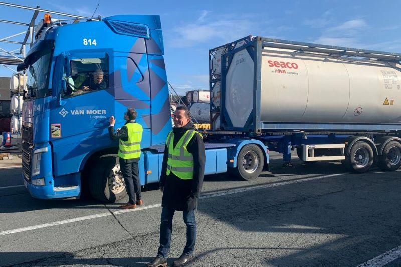 Jef Van den Bergh (CD&V) ontdekt de transportsector bij Van Moer Logistics