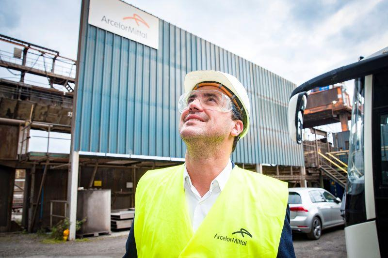 Joris Vandenbroucke (Vooruit) bezoekt innovatieve staalproductie bij ArcelorMittal