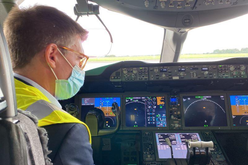 Minister van werk Pierre-Yves Dermagne (PS) maakt jongensdroom waar op zomerstage bij TUI Fly