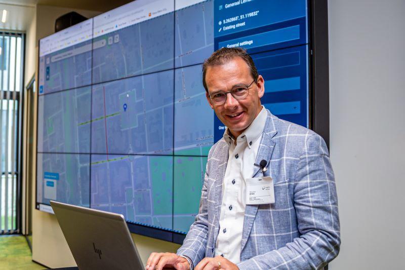 Wouter Beke (CD&V) ziet hoe Limburg top is in ICT bij Cegeka