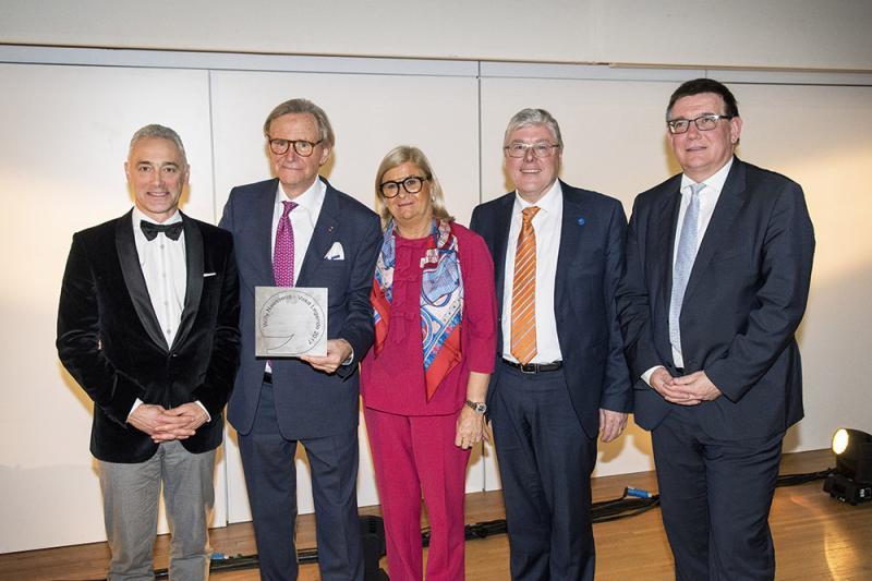 Willy Naessens krijgt titel 'Voka-Legende' tijdens geanimeerde Oost-Vlaamse nieuwjaarsreceptie
