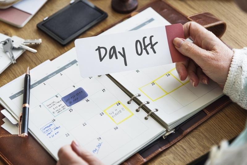 Verlofdagen op te nemen tegen het einde van het jaar - Implicaties voor het recht op uitkeringen tijdelijke werkloosheid