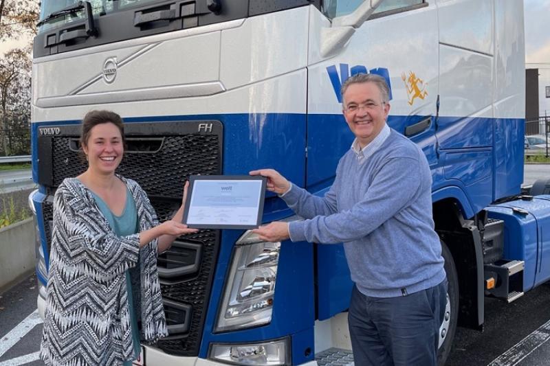 Louis De Wael van Van Dievel toont trots zijn Welt-award
