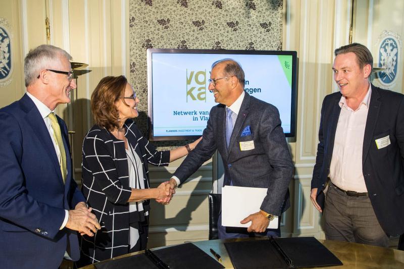 Bestuurders Voka ondertekenen samenwerking met FIT